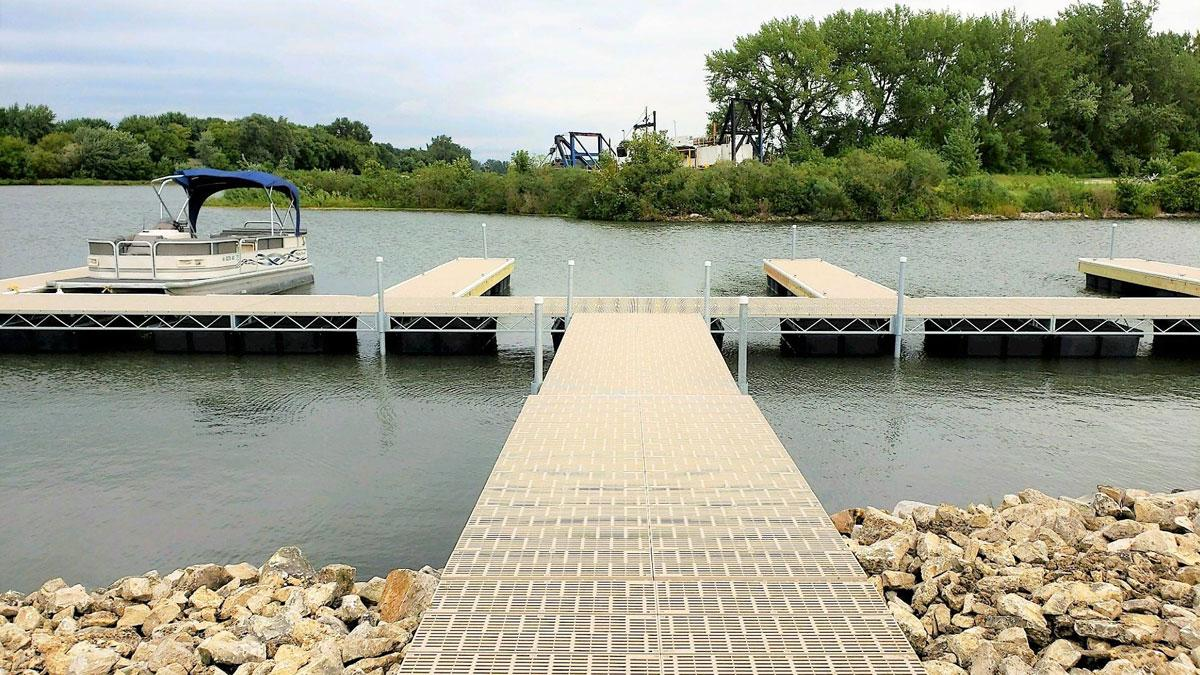 How to clean your boat dock to keep it looking great
