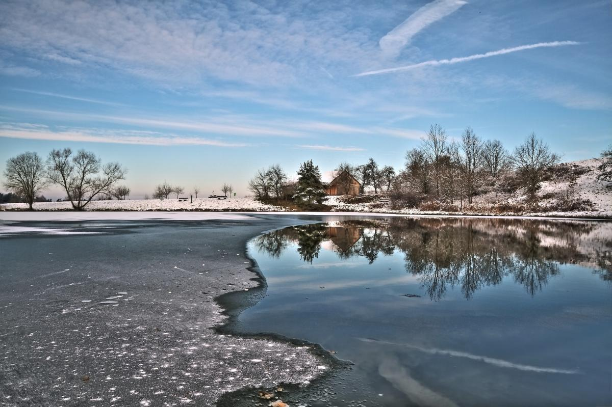 How to keep ice from damaging your boat dock this winter