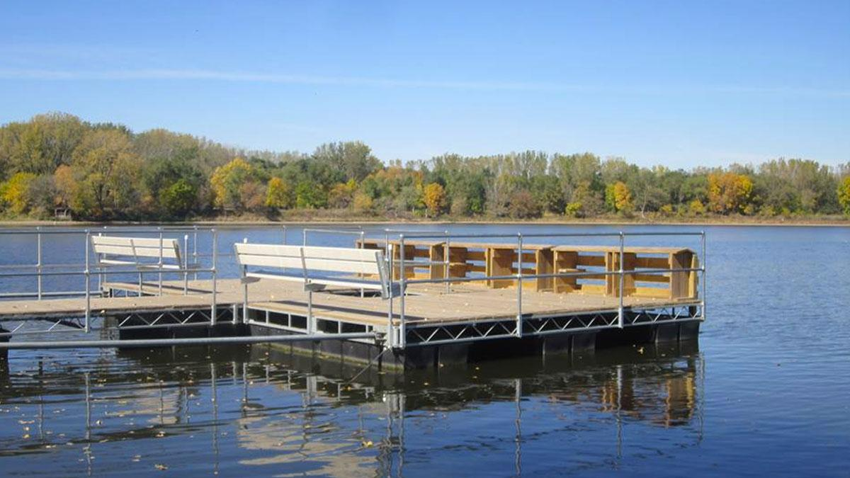 How to Choose Between a Floating Dock or Stationary Dock
